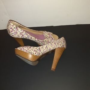 Kenneth Cole Unlisted flower peep toe shoes